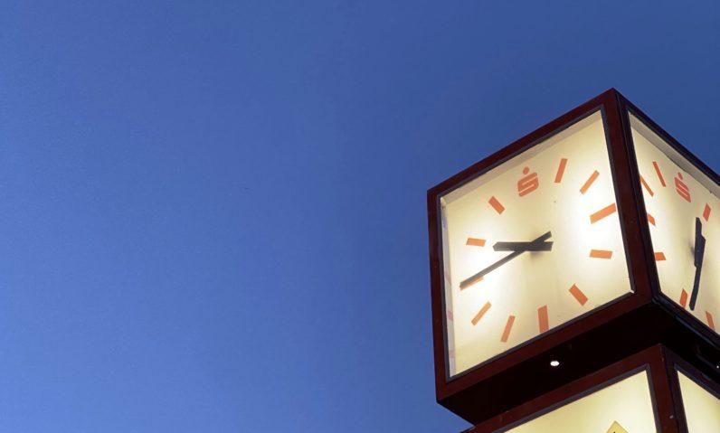 Uhr Sparkasse